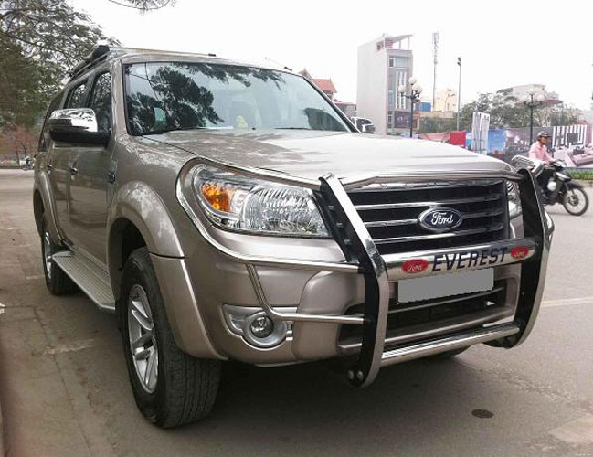 cho-thue-xe-7-cho-ford-everest (1)