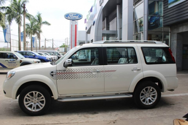 cho-thue-xe-ford-everest-7cho (1)